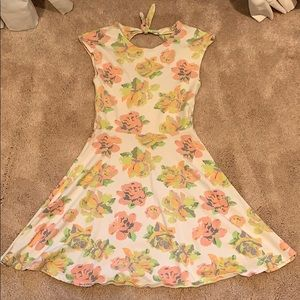 Flower cap sleeved dress